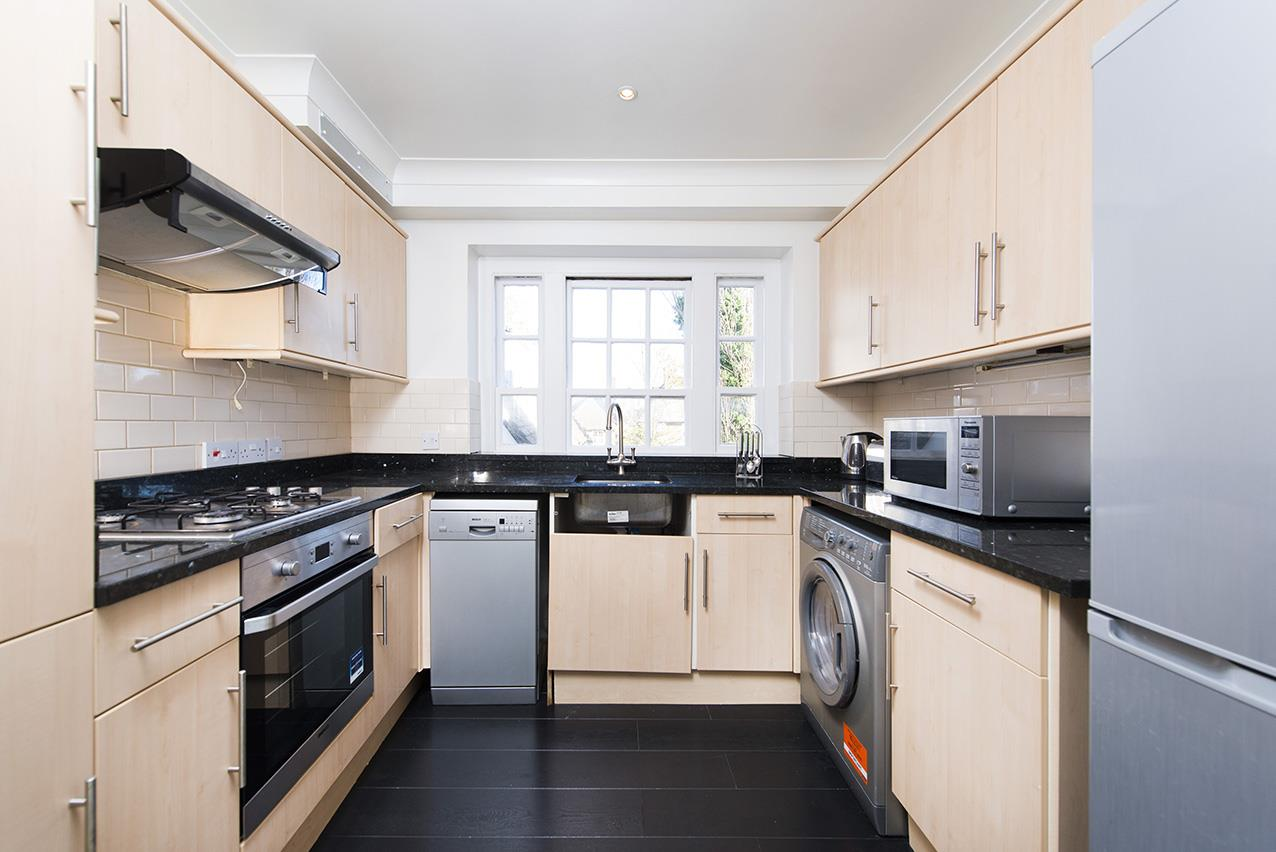 2 Bedrooms Flat for sale in Corringham Road, NW11